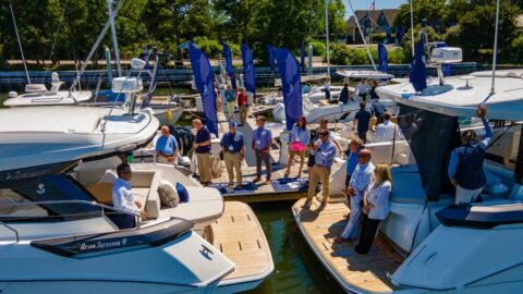 Sailboats Vs Powerboats: Why Sailboats are Better