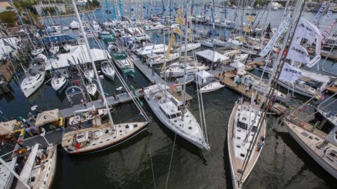 Sailing VS Boating: Why Sailing Is Better